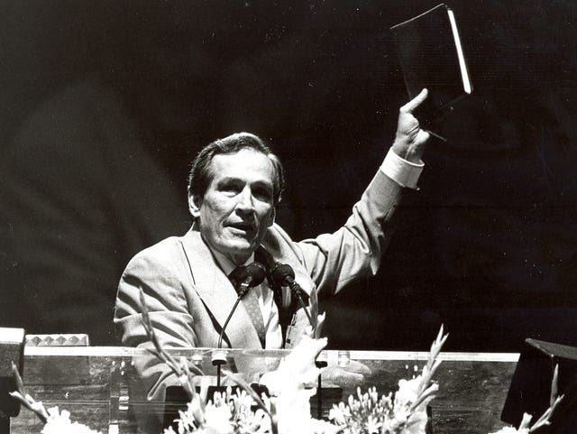 Adrian Rogers speaks at the 1988 annual meeting of the Southern Baptist Convention.